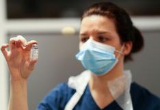 Reino Unido vacunará contra el coronavirus por edad y no por profesión