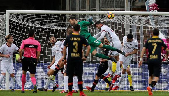 Alberto Brignoli, portero del humilde Benevento, subió hasta el área contraria para anotar este golazo de cabeza al AC Milan, quien tenía a Gennaro Gattuso como técnico principal. (Foto: EFE)