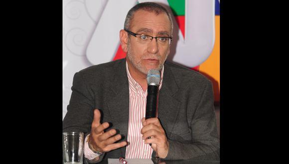 ¿Augusto Álvarez Rodrich ya es de Frecuencia Latina?