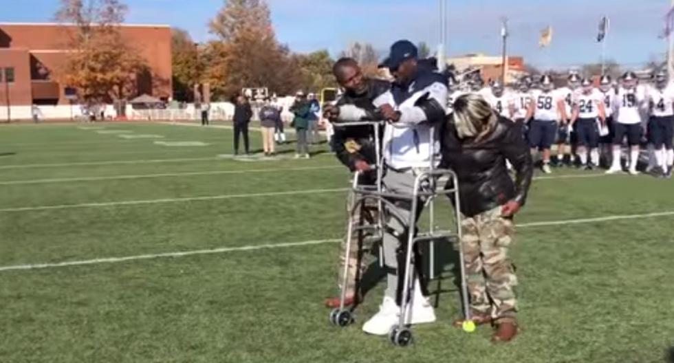 Foto 1 de 3   Justus Edwards es un estudiante universitario que sufrió una lesión en la columna vertebral mientras jugaba un partido de fútbol americano en 2018   Foto: Captura de video / FOX 46 Charlotte