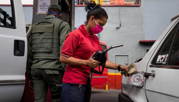 Venezuela se queda sin gasolina. Los venezolanos temen que el desabastecimiento impida la movilización de vehículos imprescindibles para el funcionamiento del país (EFE/ Miguel Gutiérrez).