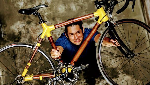 Víctor Barraza es un arquitecto que trabaja con insumos alternativos al concreto y metal. Construyó una bicicleta de bambú Guadua. (Foto: Archivo personal)