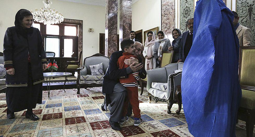 La afgana de los ojos verdes regresó a su natal Afganistán - 5