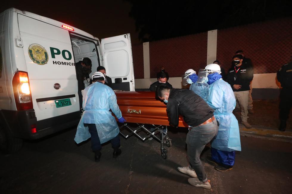 Los restos de Abimael Guzmán, cabecilla del grupo terrorista Sendero Luminoso, permanecieron en la morgue del Callao hasta después de la 1 am. Luego fueron trasladados al Hospital Naval, donde fue cremado.