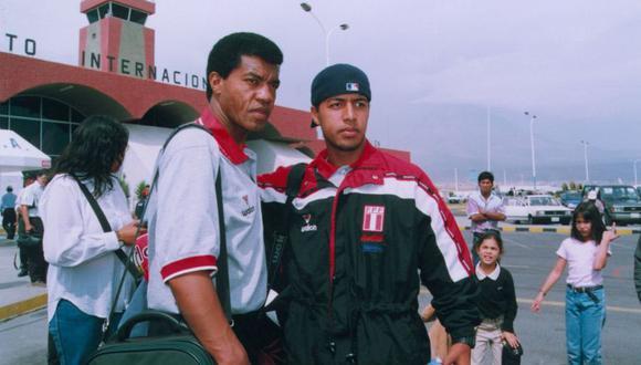 Julio César Uribe junto a su hijo Julio Edson cuando el 'Diamante' dirigía a la Sub 20 que participó en el Sudamericano.