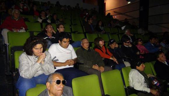 Hoy proyectan película para personas con discapacidad visual