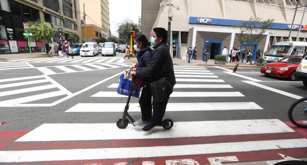 Expertos brindaron algunos consejos y puntos a tener en cuenta al momento de manejar scooters y bicicletas. (Foto: Alessandro Currarino)