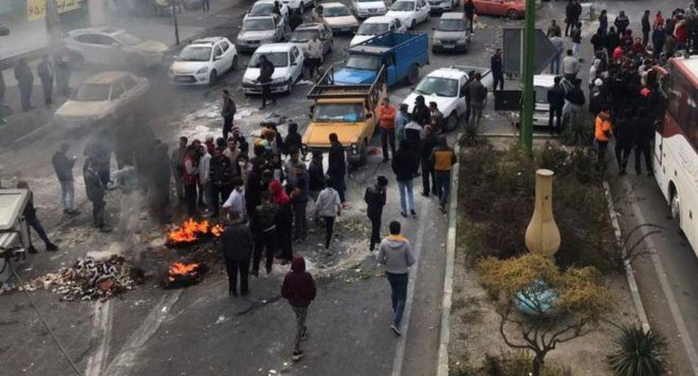 Durante las protestas, manifestantes cortaron varios caminos y carreteras en diversas ciudades de Irán. Foto: GETTY IMAGES, vía BBC Mundo