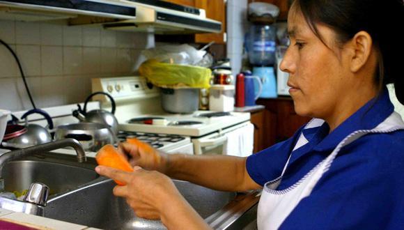 El reglamento establece que el trabajador con residencia en el hogar tiene derecho a un descanso mínimo 12 horas continuas, entre el final de una jornada diaria de trabajo y el inicio de la siguiente. (Foto: Andina)