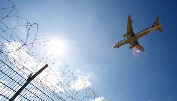 Cerca de 30 vuelos desde y hacia Quito tuvieron que ser cancelados a causa del cierre del aeropuerto por las manifestaciones callejeras que se han desatado en Ecuador. (Referencial: Bloomberg)