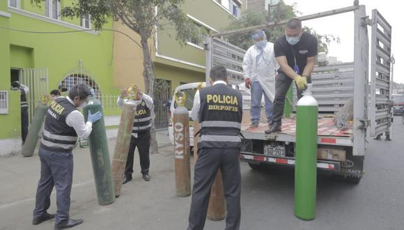 Un total de 100 balones de oxígeno industriales fueron decomisados del local ubicado en la Av. Conectora, en Santa Anita, y otros 60 del local de El Agustino. (Foto captura: Latina)
