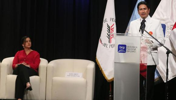Los entonces candidatos presidenciales Verónika Mendoza y Vladimir Cerrón, en una imagen de la campaña electoral del 2016.