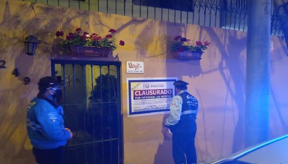 El local fue clausurado y 15 personas fueron multadas por participar de reunión en pleno toque de queda. (Foto: Municipalidad de Miraflores)