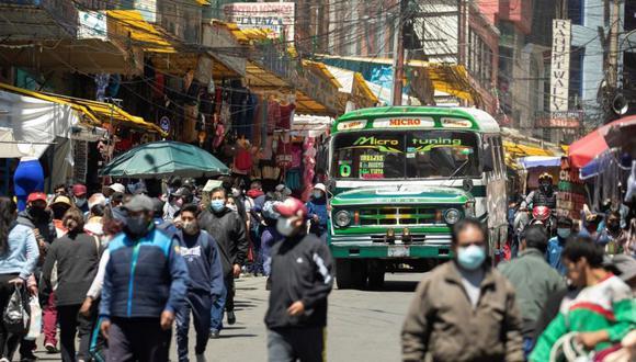 Fotografía de una calle llena en La Paz (Bolivia). (Foto: EFE/Joedson Alves/Archivo).