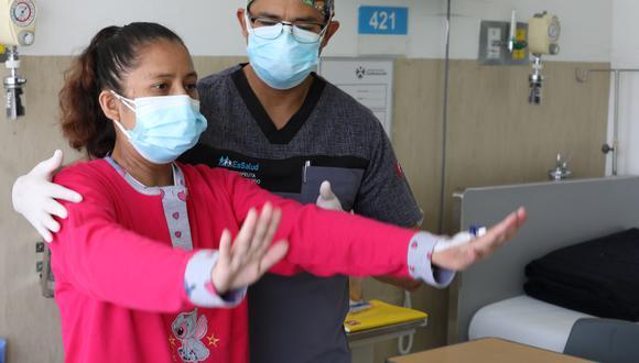 La mujer sufría de cardiopatía desde la adolescencia y esta complicación desembocó a una falla cardiaca crónica, sin embargo, encontró un generoso donante que le cambio la vida. (Foto: Essalud)