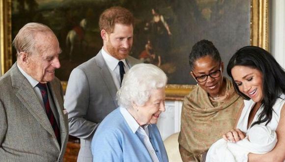 El pequeño hijo de los duques de Sussex y bisnieto de Isabel II no lleva el calificativo de príncipe antes de su nombre Archie Harrison Mountbatten-Windsor. (Foto: @theroyalfamily / Instagram)