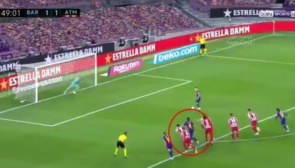 Rakitic dentro del área tras el penal de Lionel Messi para el 2-1. (Captura LaLiga)