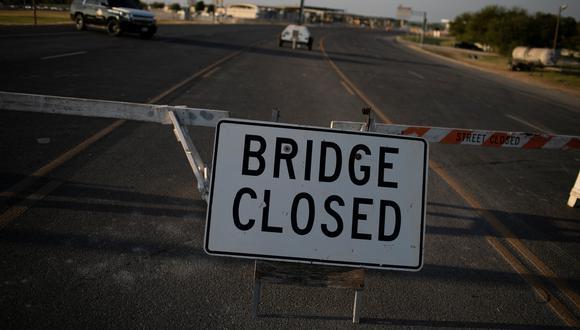 Una barricada impide el paso en una parte de la frontera estadounidense en Texas. REUTERS