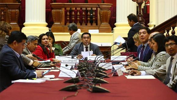 El texto aprobadocuenta con unas 76 páginas que hacen un recuento de todas las opiniones que recogieron a lo largo de las discusiones en el Parlamento. (Foto: Agencia Andina)