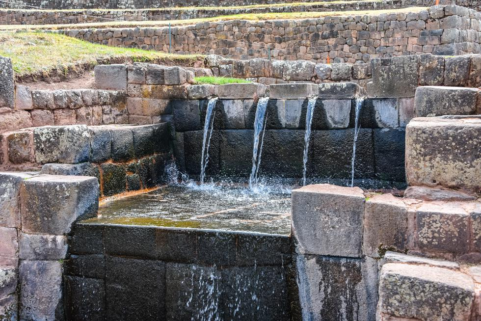 El complejo arqueológico de Tipón está ubicado en el distrito de Oropesa, provincia de Quispicanchi. Se encuentra a 25 km al sureste de la ciudad de Cusco. De acuerdo a leyendas, este lugar fue uno de los jardines reales que el inca Wiracocha mandó a construir.(Foto: Shutterstock)