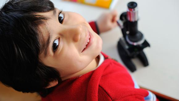 La ciencia permite generar nuevos conocimientos, mejora la educación y aumentar la calidad de vida. Es importante que despertar la curiosidad científica en los más pequeños. (Foto referencial / Shutterstock)