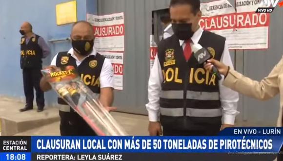 La Policía mostró los productos pirotécnicos que se almacenaba en el local. (ATV+)