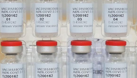 Esta foto de archivo proporcionada por Johnson & Johnson muestra frascos de la vacuna COVID-19 en los Estados Unidos. (Foto: Johnson & Johnson vía AP)