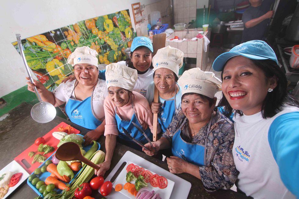 El programa incluye una capacitación en nutrición e higiene alimentaria, dirigido a las mujeres líderes de los comedores populares.