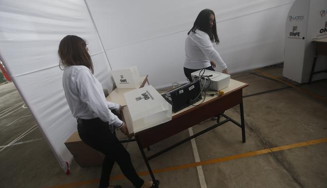 Afiliados acuden hoy para elegir a candidatos y delegados en las elecciones internas. (Foto: Mario Zapata)