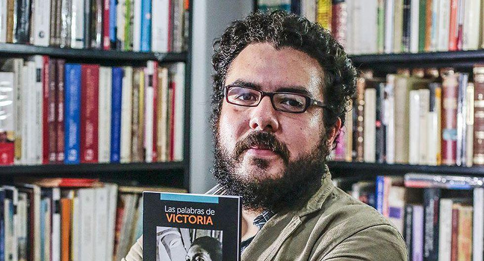 """Rodríguez conduce, junto a Pierr Padilla, el programa """"Herencia afroperuana"""" en radio Filarmonía. (Hugo Pérez / El Comercio)"""
