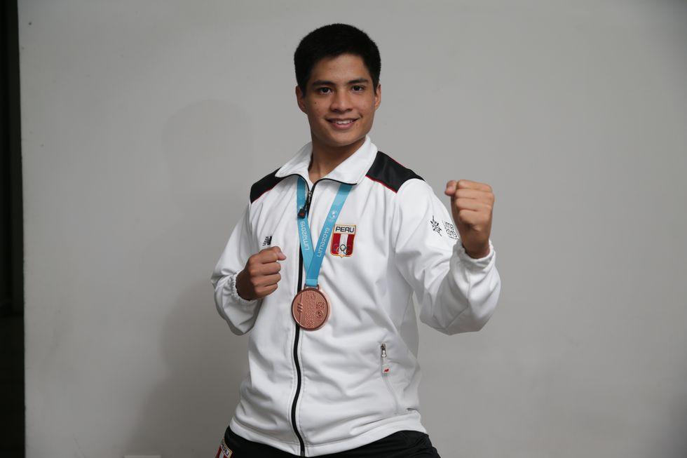 Mariano Wong, joven deportista que alterna sus estudios en la Universidad de Lima con el karate. (Foto: Alonso Chero)