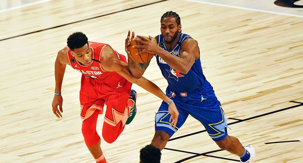 Feb 16, 2020; Chicago, Illinois, USA; Team LeBron forward Kawhi Leonard of the LA Clippers grabs the ball while under pressure from Team Giannis forward Giannis Antetokounmpo of the Milwaukee Bucks during the first quarter during the 2020 NBA All Star Game at United Center. Mandatory Credit: Quinn Harris-USA TODAY Sports