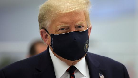 El presidente de Estados Unidos, Donald Trump, usa una mascarilla protectora contra el coronavirus durante un recorrido por el Centro de Innovación de Fujifilm Diosynth Biotechnologies en Morrisville, Carolina del Norte, el 27 de julio de 2020. (Foto de archivo: Reuters)