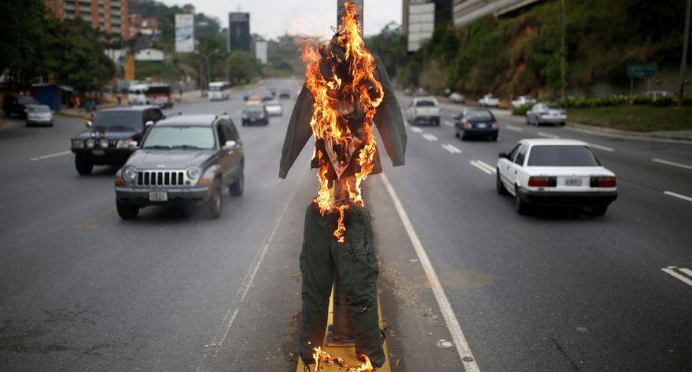 """""""Quema de Judas"""": Maduro y Capriles arden en Venezuela [FOTOS] - 11"""