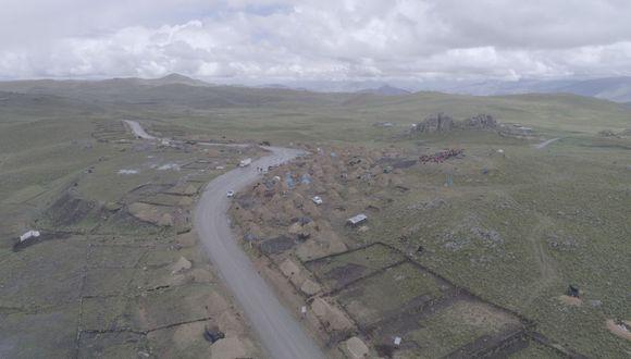 Esta es una parte de los 12 kilómetros de la carretera nacional CU-135 que cruza el fundo Yavi Yavi, propiedad de la comunidad de Fuerabamba. (Foto: Antonio Álvarez)