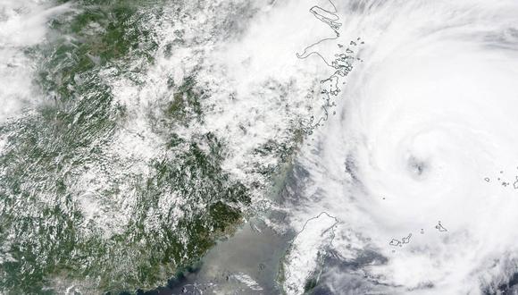 Imagen satelital del tifón In-Fa, que está por llegar a las costas de China. EFE