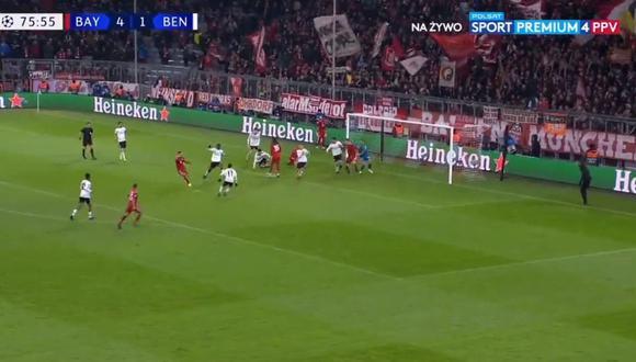 El veterano mediocampista del Bayern Múnich encabezó el ataque y terminó definiendo como un '9' de área. Su definición sirvió para el 5-1 sobre un débil Benfica, por la Champions League. (Foto: captura de video)