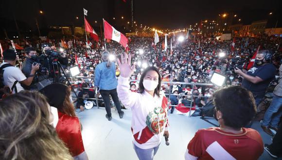 Keiko Fujimori en marcha convocada por simpatizantes de Fuerza Popular. (Foto: César Bueno)