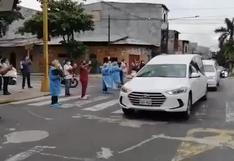 Loreto: entre lágrimas y aplausos dan último adiós a médicos fallecidos por COVID-19 | VIDEO