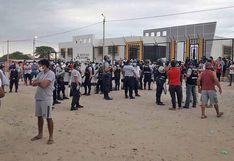 Piura: vecinos se enfrentan a la policía por supuesto caso de COVID-19 que iba a ingresar a centro de salud