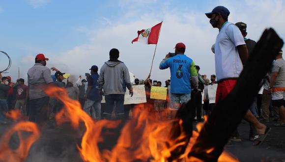 Durante las protestas de ayer, cuatro personas recibieron impactos de proyectiles de arma de fuego, según información de la Gerencia Regional de Salud de La Libertad. Dos de esas personas, murieron. (Foto: Elmer Paredes)