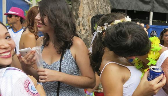 Tinder: Fiesta temática en el carnaval facilita los amoríos