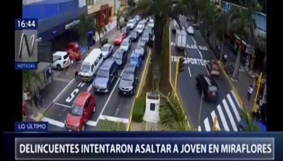 Las cámaras de seguridad registraron la balacera desatada esta tarde en la avenida José Pardo. (Canal N)