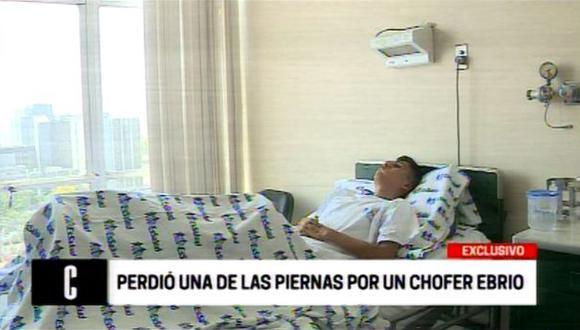 Los médicos realizan procedimientos de limpieza e injertos de piel para que el joven no pierda la otra pierna. (Captura: América TV).