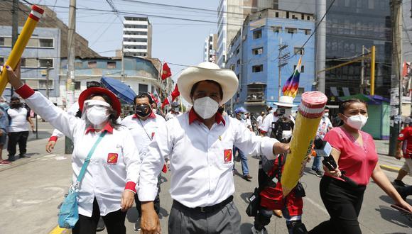 Días antes de las elecciones, el candidato a la presidencia Pedro Castillo del partido Perú Libre realizó una caminata por las calles de La Victoria en el marco de su cierre de campaña. FOTO: VIOLETA AYASTA / GEC
