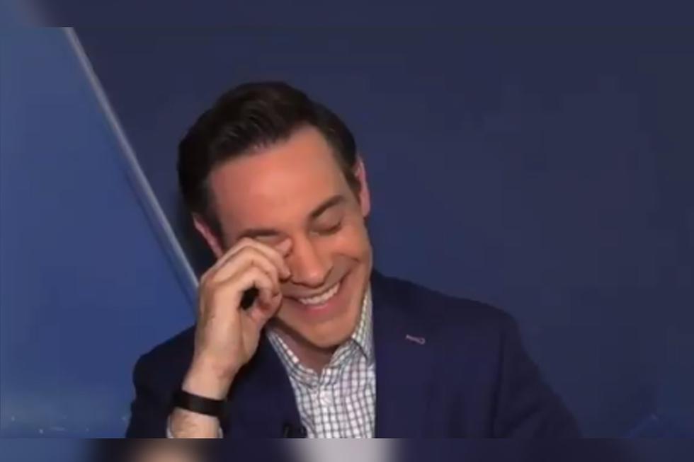 Brickman no pudo contener la risa ante el divertido momento. | Foto: @Matt_Brickman