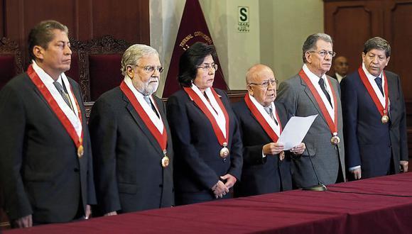 El presidente del tribunal, Manuel Miranda, leyó el pronunciamiento de la institución. En la conferencia estuvo ausente José Luis Sardón. (Dante Piagio / El Comercio)