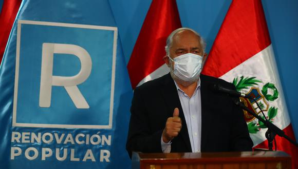 """""""No se volverá a repetir lo que lamentablemente estamos viviendo. Promoveré una ley para que los partidos comunistas no puedan participar en las contiendas electorales"""", afirmó Jorge Montoya. (Foto: El Comercio)"""