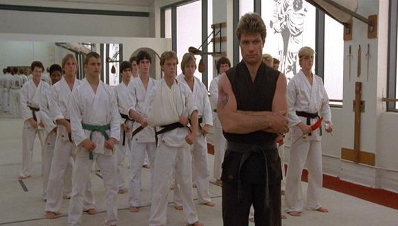 """La última temporada de """"Cobra Kai"""" reveló el origen de John Kreese y lo que inspiró la creación del dojo (Foto: Columbia Pictures)"""