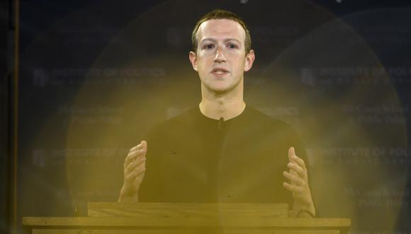 A través de una extensa publicación, Mark Zuckerberg defendió a Facebook de las acusaciones de la exempleada Frances Haugen contra la compañía ante el Congreso de Estados Unidos. (Foto: Andrew Caballero-Reynolds / AFP)
